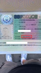 Стекната придобивка во постојните услови со пасош со име Република Македонија - Виза за Велика Британија наведува MACEDONIA