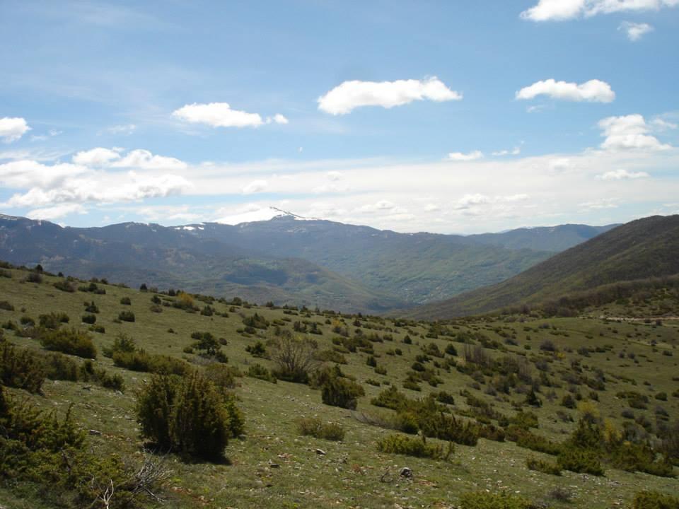Сува Гора и врвот Добра Вода Глетка од врвот Добра Вода во Порече